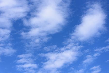 青空の薄い雲