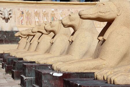 Classical Egypt cat statues in a movie scene in Morocco. Imagens - 128674517