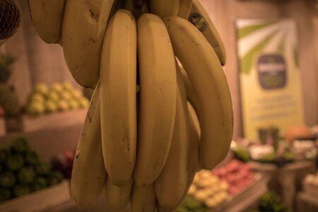 the hanged yellow banana at market Zdjęcie Seryjne