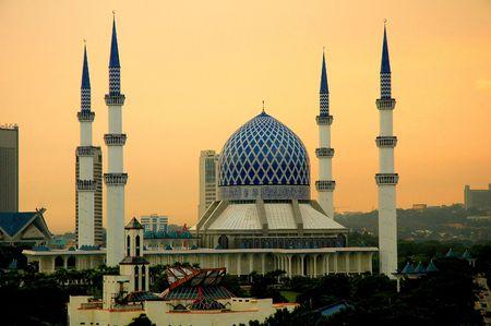 congregational: The Sultan Salahuddin Abdul Aziz Shah Mosque in Shah Alam, Selangor, Malaysia.
