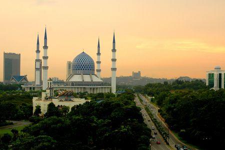 shah: The Sultan Salahuddin Abdul Aziz Shah Mosque in Shah Alam, Selangor, Malaysia.