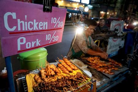 Thai street food vendor Editöryel