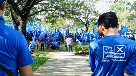 One of situation during general election in Malaysia. Barisan Nasional is one of the political party in Malaysia.  Editöryel
