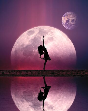 girl dancing edge of lake silhouette on moon and earth planet background reflection pink blue sky fantasy 免版税图像