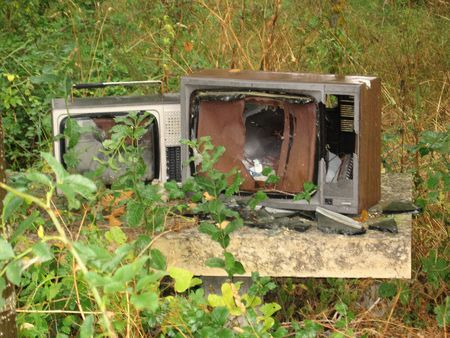 broken tv in the forest on the road to santiago Imagens