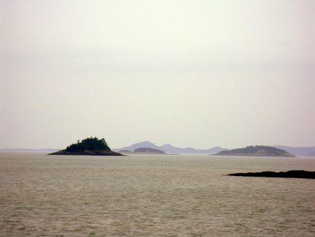diminutas islas desiertas en el medio del oc�ano Foto de archivo - 5212403
