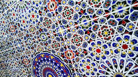 traditional moroccan zellije tiles, Ceramic Zellije tile-mosaic wall, colorful Islamic geometric pattern, Arabe Arabic texture background. Foto de archivo