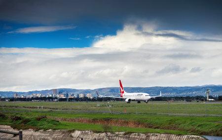 boeing 747: Adelaide, SA, Australia - 22 giu 2013: VH-VZV Qantas Boeing 747 � pronto a decollare dall'aeroporto di Adelaide, South Australia