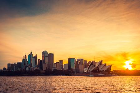 Sydney Blick auf die Stadt bei Sonnenuntergang, NSW, Australien. Cross-Verarbeitung und Farbtonungsmittel Effekte angewendet
