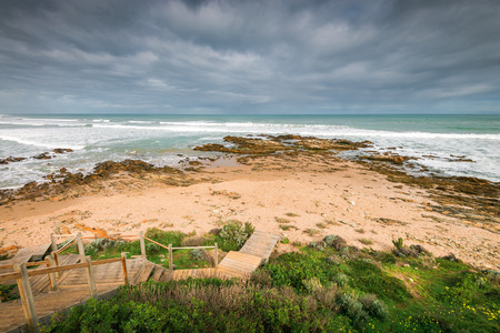 middleton: Pathway wiith picturesque view at Surfers beach at  Middleton, South Australia Stock Photo