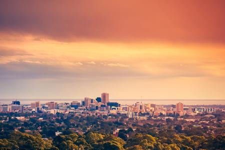 Adelaide skyline vanuit de heuvels gezien