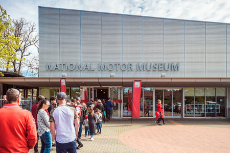 Birdwood, South Australia - September 10, 2017: People lined up in queue at the entrance to National Motor Museum of South Australia on a day Editoriali