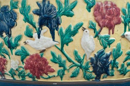 revestimientos: Esculturas, estuco, revestimientos de azulejos, el arte mural de Tailandia, en la pared del templo Phra Kaew en Bangkok, Tailandia, Pintura de Arte P�blico