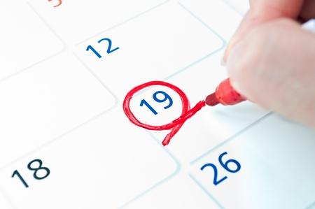 calendrier jour: Mark cercle rouge sur le calendrier � 19