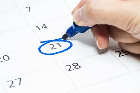 Blue circle. Mark on the calendar at 21.