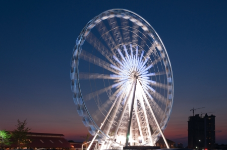 Ferris is a player. A large circular steel structure. photo