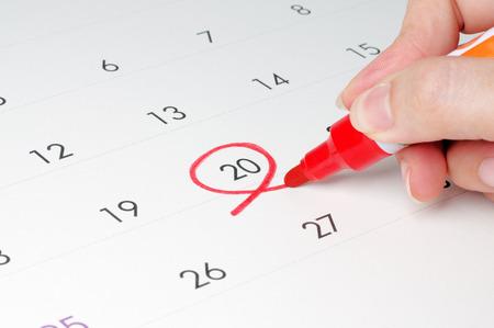 Roter Kreis. Markieren Sie den Kalender um 20.