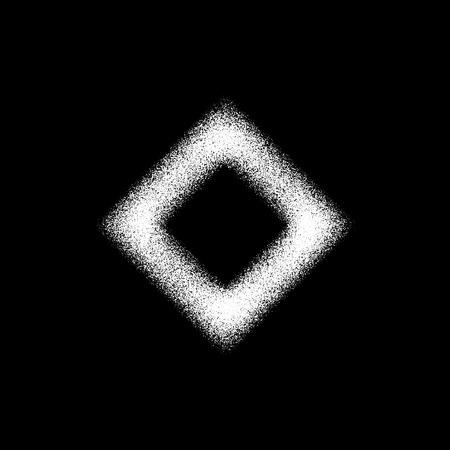 Blanca forma geom�trica abstracta, insignia rombo con grano de la pel�cula, la textura del grunge y el fondo negro para el logotipo, dise�o de conceptos, carteles, pancartas, web, presentaciones y grabados. Ilustraci�n del vector.