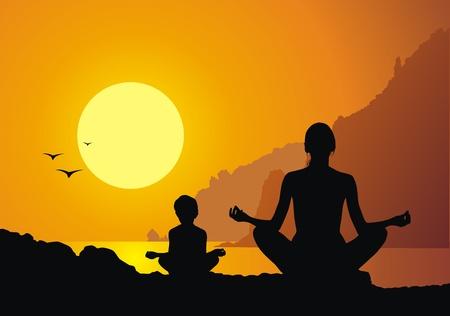 yoga meditation: Madre con la figlia di pratica yoga contro un tramonto