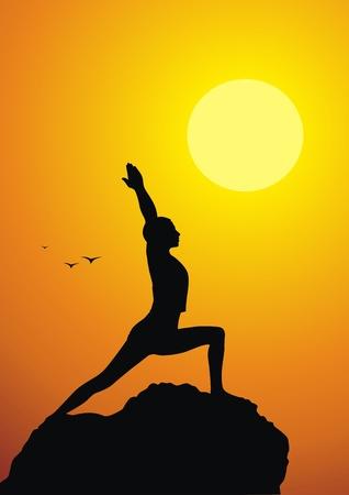 Het meisje kosten in een yoga houding tegen een zonsondergang