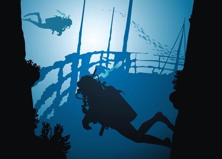 Duikers zwemmen op fragmenten van het gezonken schip