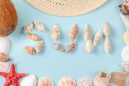 The word sun written in shells on blue background Reklamní fotografie
