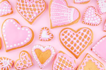 Handmade Glazed Decorated Heart Shaped Cookies on Pink Background 스톡 콘텐츠