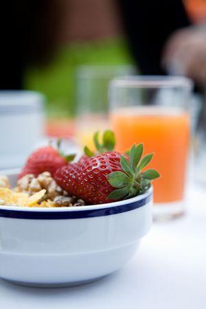 H�tel d�licieux petit-d�jeuner avec le yaourt et des fruits