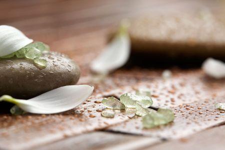 Green sel de bain sur des pierres spa Brown