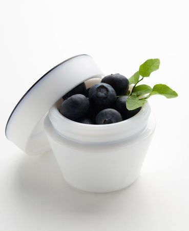 antioxidants: Natural cosmetics; blueberries with lots of antioxidants
