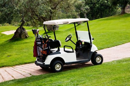 golf cart: Beautiful golf course in the middle of mountains
