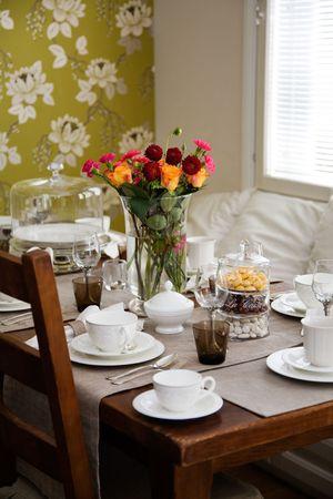 tarde de cafe: Configuraci�n de la tabla elegante para la caf� tarde o t�