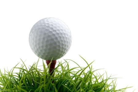 golfing: Golf ball op groen gras, selectieve aandacht