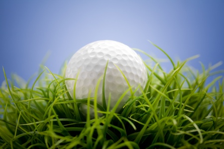 off cuts: Golf ball on green grass, selective focus Stock Photo