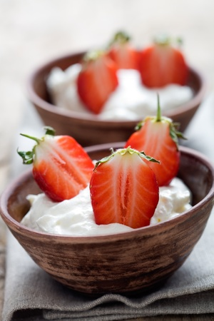 Strawberry dessert with cream and sliced strawberries Stock fotó - 9198667