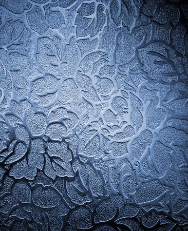 glas kunst: Venster met mooi bloemmotief in de kleuren blauw