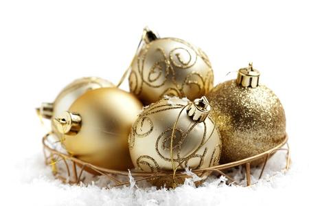Decoratieve gouden kerstballen met selectieve aandacht Stockfoto