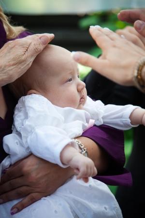 Bautizo religioso de una niña adorable Foto de archivo - 14942480