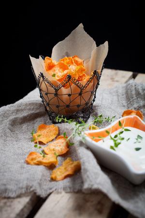 camote: Homemade batatas patatas con tomillo fresco