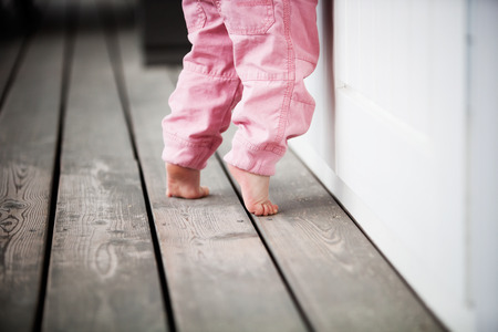 小さな女の子に達する 写真素材