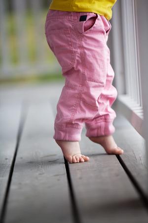 Little girl reaching up Stockfoto