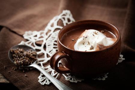 Chocolate caliente con un toque de lavanda Foto de archivo - 40611713