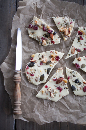 White chocolate bark with almonds Фото со стока - 80249907