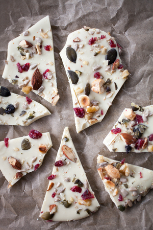 White chocolate bark with almonds Фото со стока - 80353627