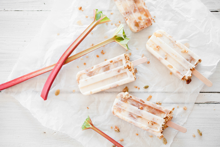 Homemade popsicles with rhubarb, yogurt and granola