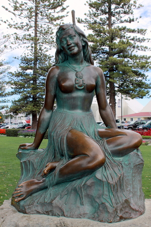 mori: Pania, often styled Pania of the Reef, is a figure of Mori mythology, and a symbol of the New Zealand city of Napier. A statue of Pania on Napiers Marine Parade is a major local tourist attraction. Stock Photo