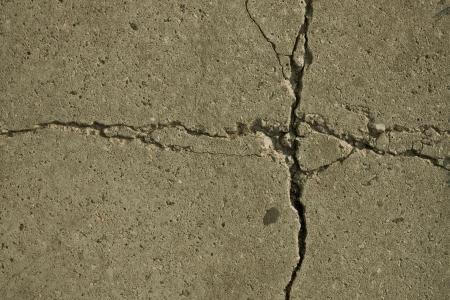 ceiling slab:  fragment patterns, cracks in concrete slabs