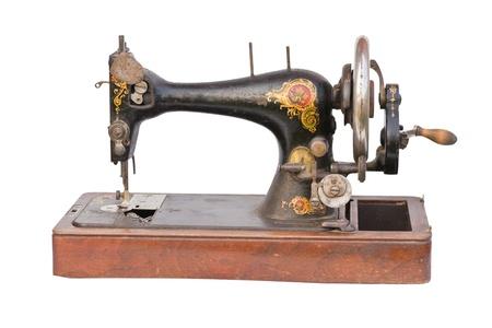 maquina de coser: M�quina de coser Vintage aislado sobre un fondo blanco Foto de archivo