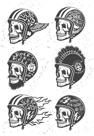jinete: Motocicleta temáticas cascos de dibujo hecho a mano con el cráneo. Cascos establecen. Vectores