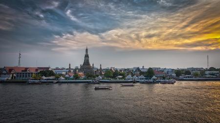 chao phraya river: Beautiful temple along the Chao Phraya river   Phra Prang Wat Arun in Bangkok